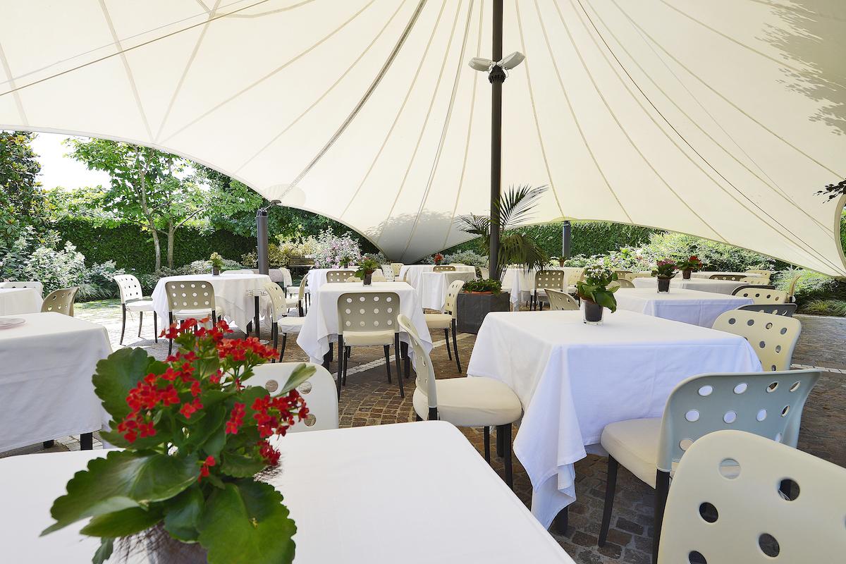 elegante-dehors-ristorante-la-sprelunga