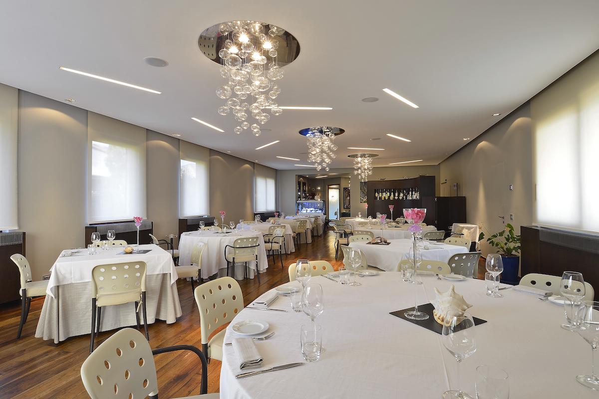 elegante-sala-ristorante-la-sprelunga-seveso
