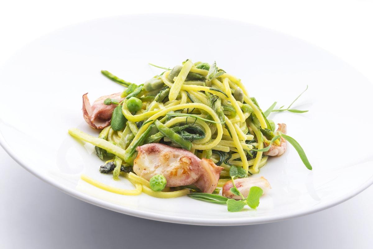 trionfo-di-verdure-primaverili-con-spaghetti-alla-chitarra-e-totanetti