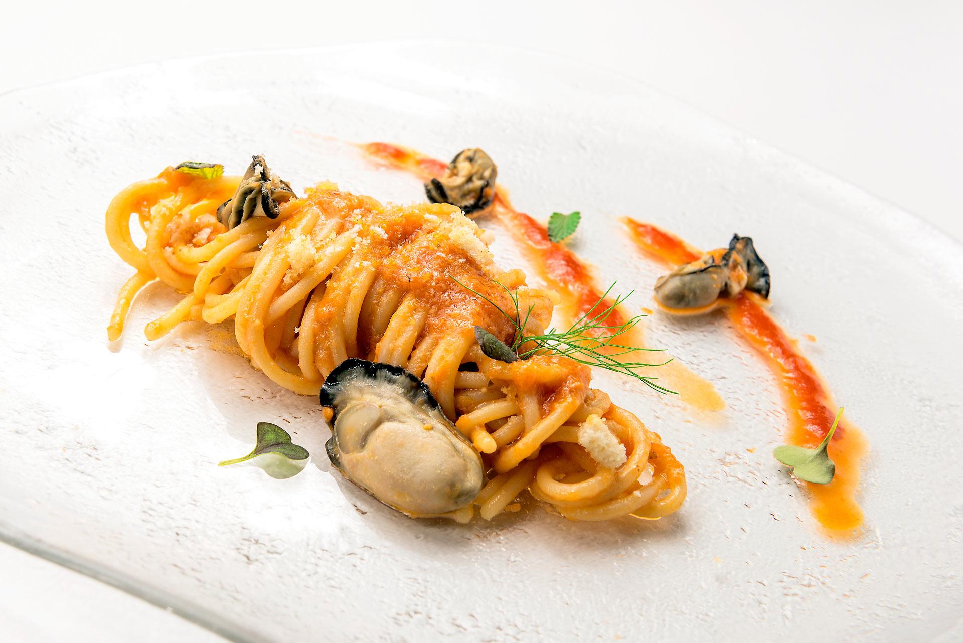 Spaghetti Mancini con ostriche, pomodorini e finocchietto